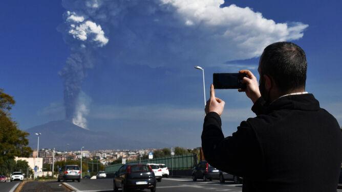 Dziesiąta erupcja w ciągu kilku tygodni. Etna znów straszy
