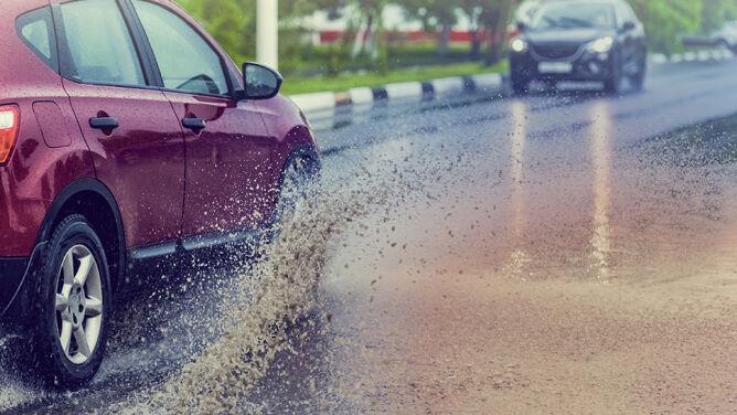 Deszcz i spadające ciśnienie utrudnią jazdę