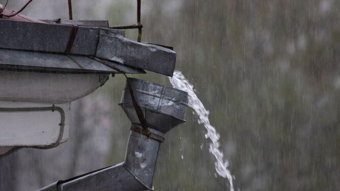 Możliwy silny deszcz z burzami, a w dziewięciu powiatach na południu przymrozki