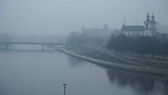 Polska od rana tonie w smogu. W wielu regionach powietrze ma złą jakość