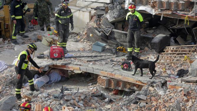 40 osób nie żyje po trzęsieniu ziemi w Albanii. <br />Maleją szanse na odnalezienie żywych